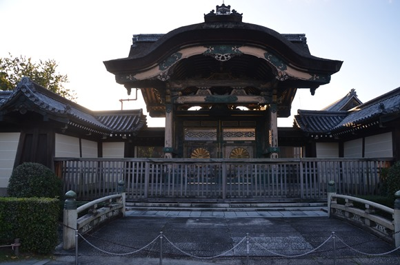 One of the gates to the Hingashi Honganji Shrine